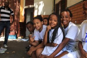 サンマルチーニョ慈善協会に集まった子どもたち。みんなサッカーが大好きだ(写真提供:ピースボート)
