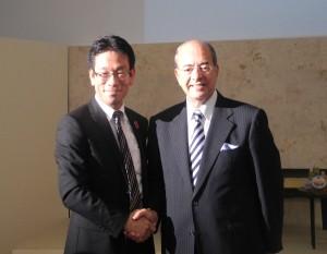 福本剛史社長(左)と駐日モロッコ王国特命全権大使サミール・アルール閣下(右)