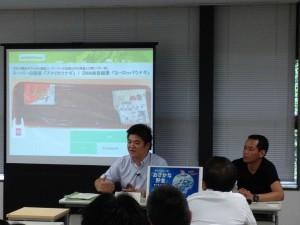 記者会見するグリーンピース・ジャパンの花岡和佳男・海洋生態系問題担当。右は北里大学海洋生命科学部の吉永龍起講師
