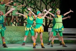 「葉っぱのフレディ-いのちの旅-」のワンシーン。全7回の公演の総来場者数は4744人に上る。