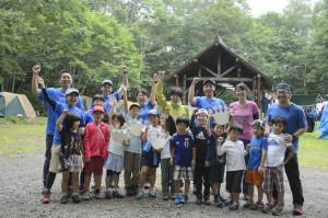 参加した子どもたちとスタッフ。キャンプ最終日に