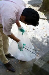 ごみ拾いは身近なことから取り組める環境活動のひとつだ