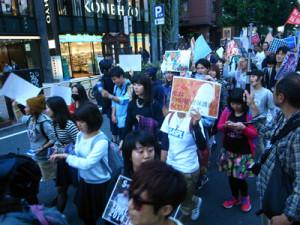 特定秘密保護法反対デモの参加者=25日、東京・渋谷で