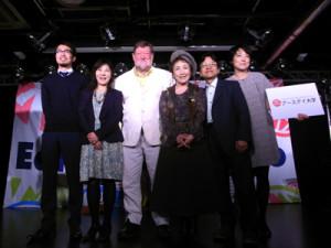 アースデイ東京記者発表会。中央左にC.W.ニコル氏、その右に歌手の加藤登紀子氏=10日、都内で