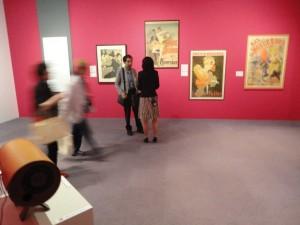 会場にはロートレックをはじめとする当時の画家たちの作品も並ぶ