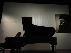家具のように溶け込む音楽を作ったサティは、BGMの先駆者ともいえるだろう