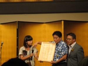 左から原田さとみさん、河村名古屋市長、大村愛知県知事。祝賀会で