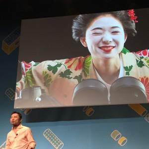 カンヌ2015での本田氏のスピーチ。着物を着てバイクにまたがる女性がスクリーンに登場