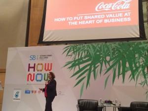 クアラルンプールで開かれた「サステナブル・ブランド」国際会議でプレゼンをするコカ・コーラ現地法人の担当者
