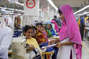 バングラデシュの縫製工場の様子(「ベターワーク」HPから引用)