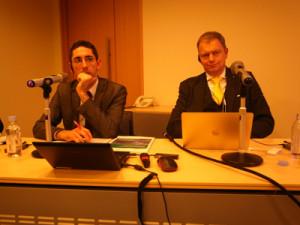 自然エネルギー財団のトーマス・コーベリエル理事長、ロマン・ジスラー研究員=26日、都内で