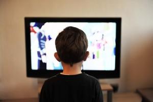 判断力がまだ発展途上の子どもを守るため、メディアやマーケティングの分野でも注意が必要だ