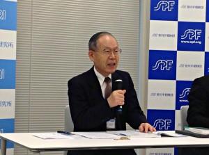 最新の白書について説明する海洋政策研究所の寺島所長