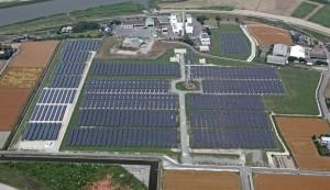 市が中心となり遊休地に太陽光発電所を建設