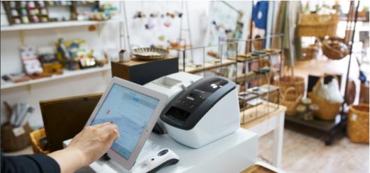 愛媛県松山市の雑貨店「ARETHA」。「雑貨や小物が好き」という店長が、「雑貨屋はとにかく商品点数が多くて細かい。『Airレジ』の在庫管理機能で、本当に助かっている」と話す