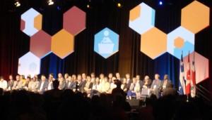 GSEF2016 初日のオープニング全体会議にて、社会的経済に積極的に取り組む市長が壇上に並んだ(2016年9月7日筆者撮影)
