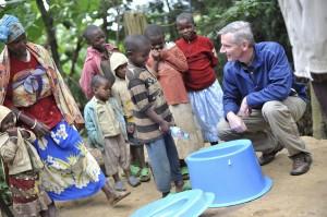 ルワンダでSaToを紹介するジム・マクヘール・ソーシャルトイレット部SaTo事業開発統括責任者