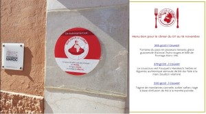 建物についているボン・プール・クリマ加盟店の赤と白のロゴと、フルコースでCO2排出900gを実現したマラケシュの高級レストラン「フーケッツ」のメニュー