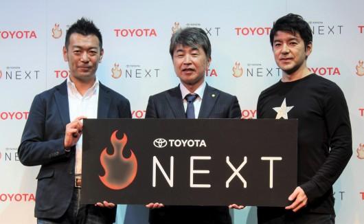 村上秀一常務役員(中央)、レイ・イナモト氏(右)、 佐々木智也・執行役員SVP(左)