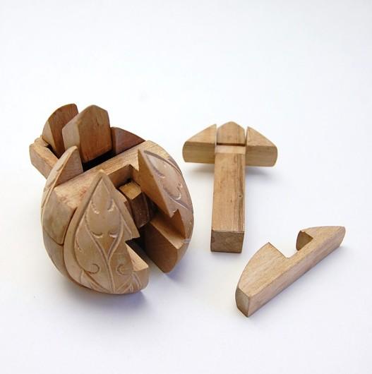 ハスのつぼみの木組みパズル