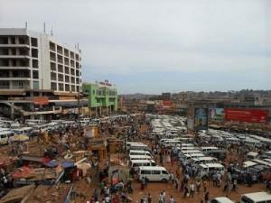 ウガンダ、中央アフリカへのバイヤーが集まるターミナル(筆者撮影2014年)
