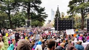 就任式の翌日1/21に行われたWomen's marchには、全米、全世界で二百万人を超える人々が参加した