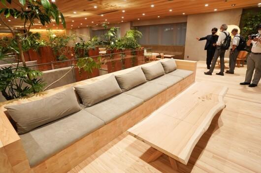 木や土をふんだんに用いたオフィススペース