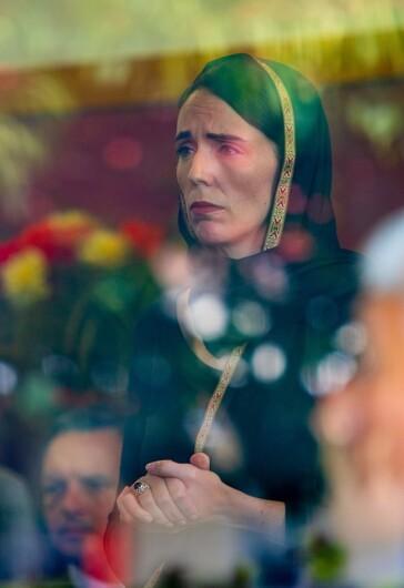 2019年3月に起きたモスク銃撃事件の際のアーダーン首相。「被害者とその家族の気持ちを理解する首相」と、各国から賞賛の声が上がった (C)Kirk Hargreaves (CC BY 4.0)